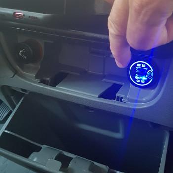 Premier gadget Geek à bord du Geekomobile : Installation d'une prise USB Quickcharge 3.0
