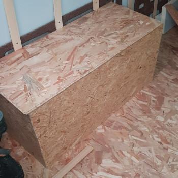 Mes premiers meubles ! Des banquettes triple fonctions : Isolation + Rangement + Assises